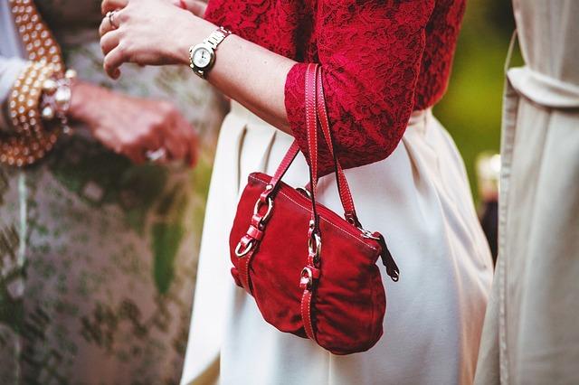 torebki zamszowe listonoszki